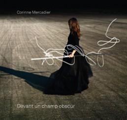 Devant un champ obscur - Corinne Mercadier